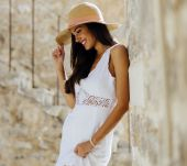 Title: 3 ways to style your hair when wearing a summer hat