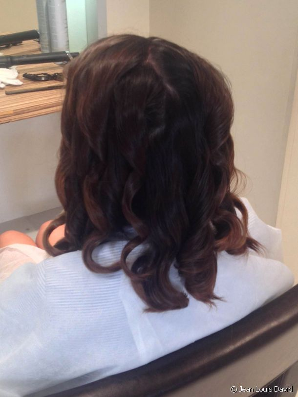The professional stylist curls each strand and leaves it for a few moments before loosening the curls.