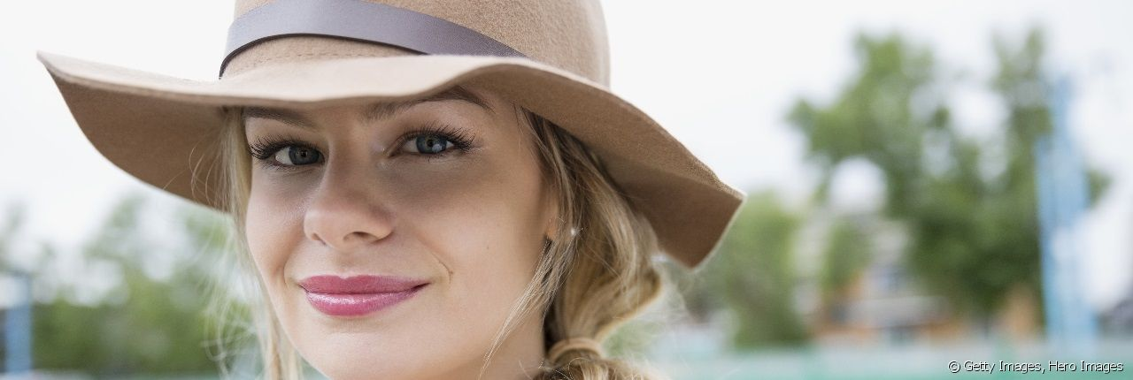 Find out how to style your hair when wearing a felt hat