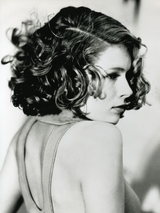 The 1992 bob with wild curls   The conventional bob cut embraced the eccentric mood of 90's hairstyles and went for the Madonna look, showcasing playful waves and maximum volume.