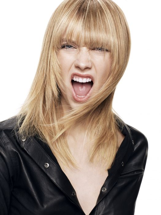 For this Fall-Winter, layers are getting a wild new look with a daring fringe and a shade of blonde full of contrast