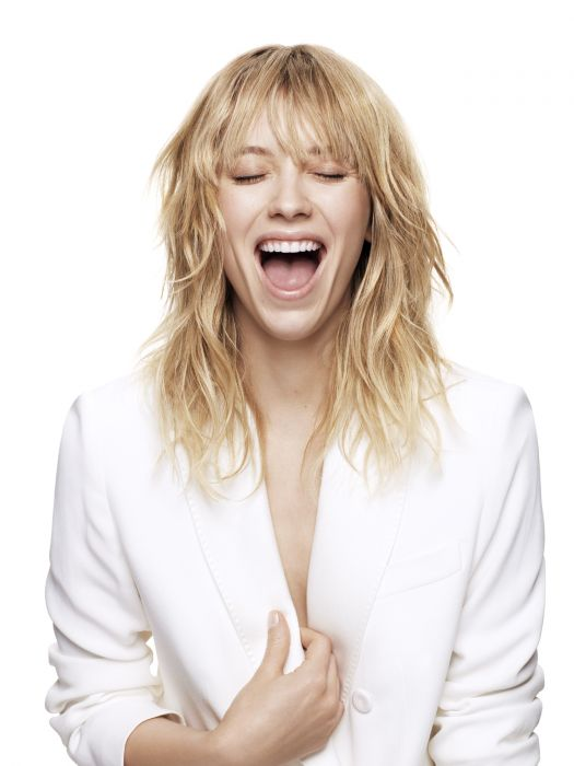 The wavy grunge style. Here, the mid-length haircut is styled to emphasize the rebellious nonchalant look of the layers. To create this messy tousled look, the hair is, first of all, lightly blow-dried to shape the fringe and to prepare the locks for styling. Then, all of the hair is texturized using a few squirts of Beach Spray, a lotion infused with sea salts to mark out subtle waves in your locks and to give your hair extra hold. Certain sections are then scrunched to perfect this irresistible grunge style.