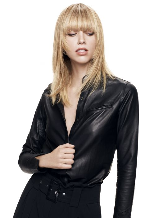 The straightened rock chick style. To give a completely new look to this layered style with fringe, Jean Louis David has opted for straightened locks with the tips styled inwards to emphasise the outline of the face and to showcase the haircut's details, accentuating its rock chick vibe. This straightening technique full of movement is created using a brush and hair dryer to preserve the volume and to ensure that the locks fall in a natural way.