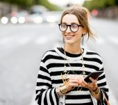 3 ideal hairstyles for when you are wearing glasses