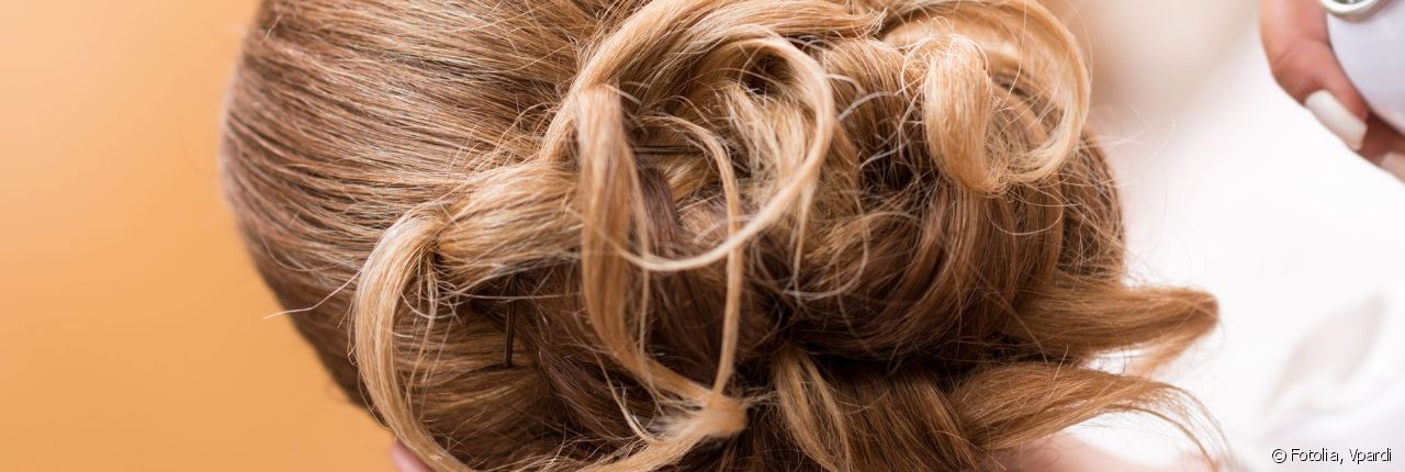 Three steps for successfully creating an unstructured chignon.