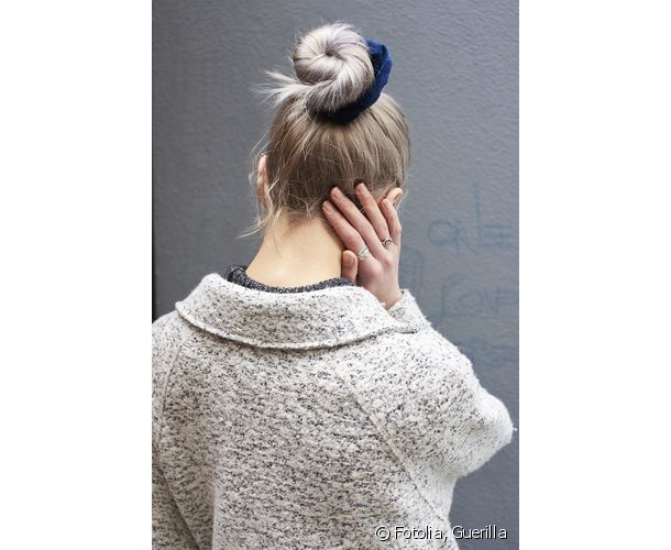 Visible accessories add a girly touch to the chignon.
