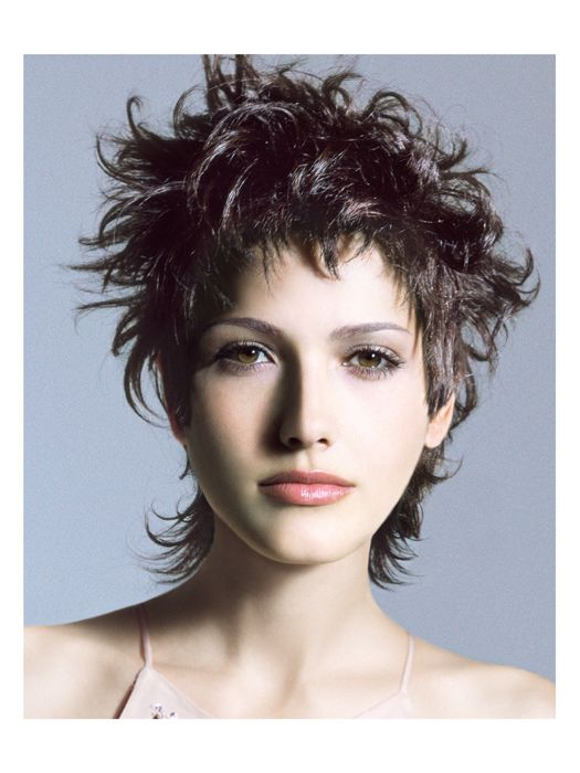Punk layers. To satisfy women's desire for unstructured haircuts, Jean Louis David pushed layers to the limits with this hairstyle which was thinned out at the sides and longer at the nape of the neck. A mullet-inspired haircut with extreme punk style.