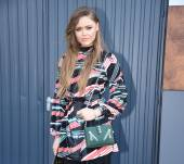 Give movement to your long hair: streetstyle