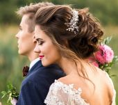 Wedding hair: the ideal emergency styling kit for your big day!