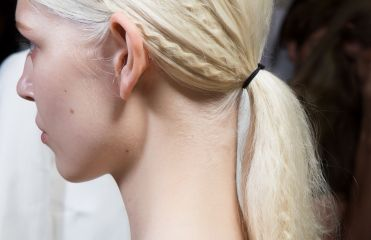 How do you do a crimped ponytail?