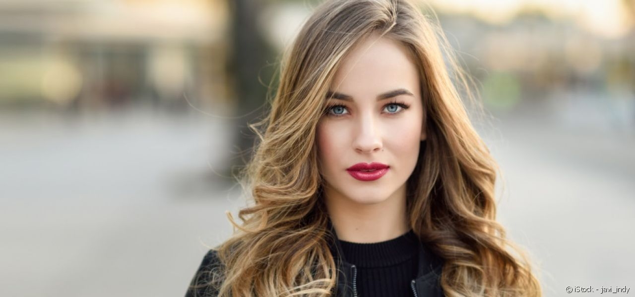 Show off beautiful loose curls all day for hair that's full of movement.