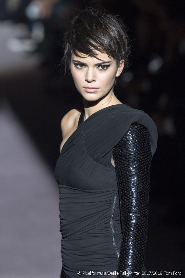 Try out a short cut whilst preserving your hair's length with our smart hairstyle.