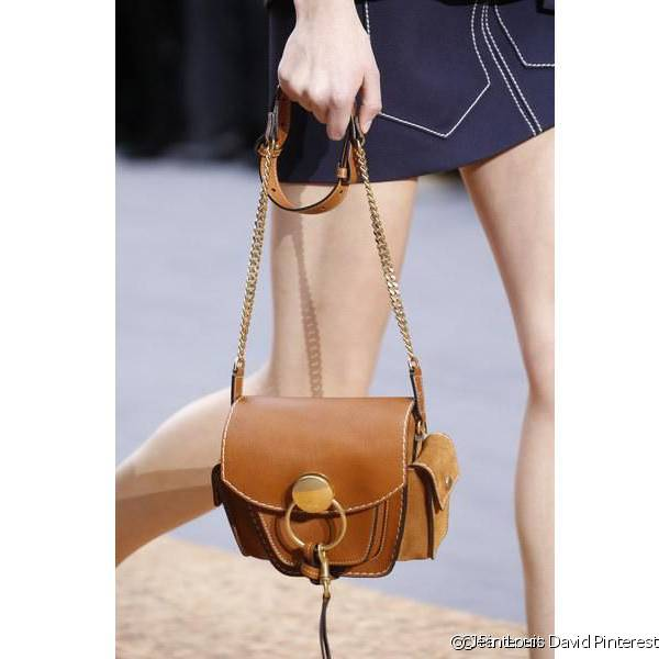 The small shoulder bag