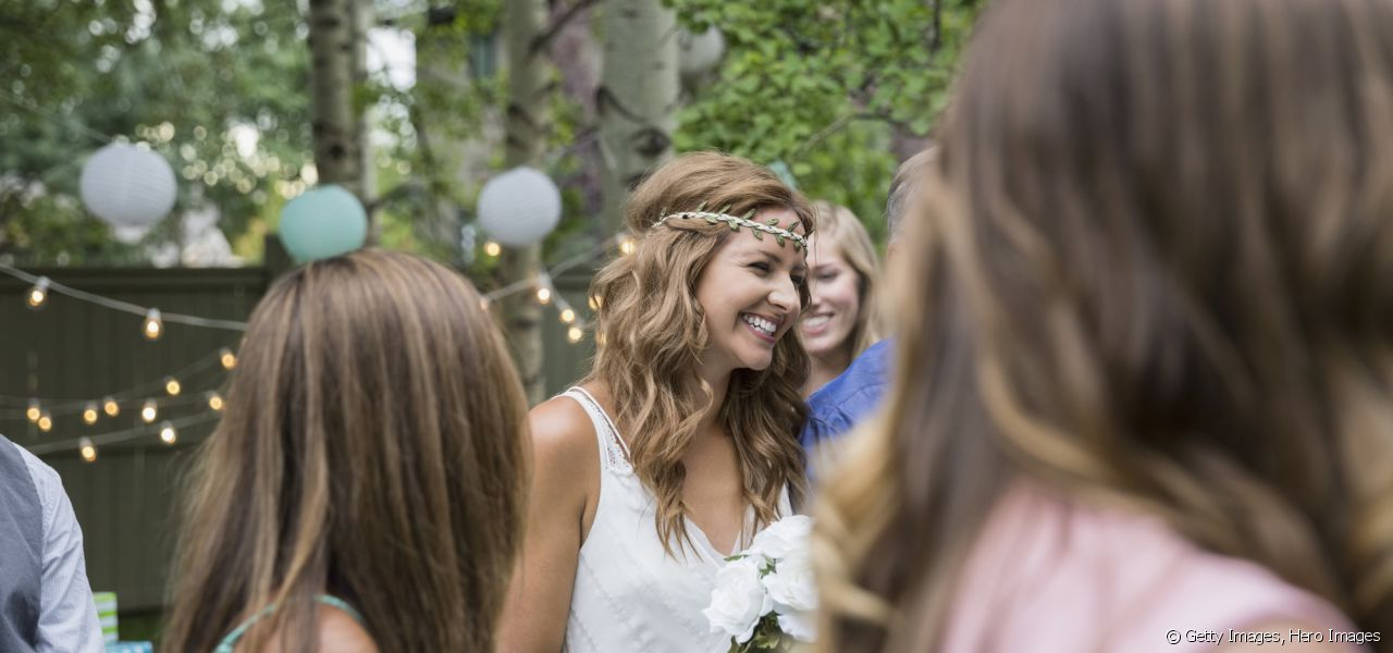 Opt for a headband, the perfect accessory for a wedding hairstyle.