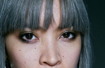 Give a radiant shine boost to dark grey hair
