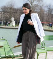 Streetstyle: the low-slung ponytail