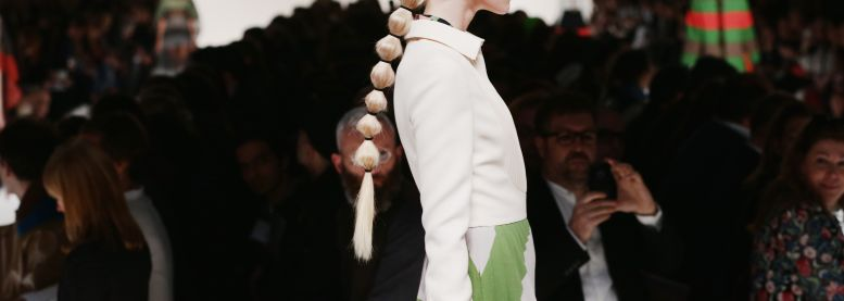 The must-have bubble ponytail