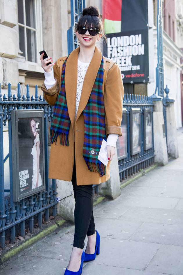 Streetstyle: the oversized bun and curtain fringe combo