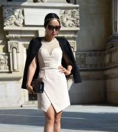 Streetstyle: the golden headband and low chignon combo