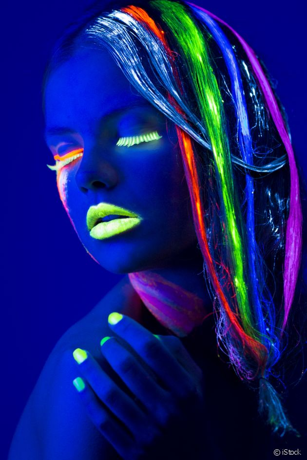Hair colouring which makes your hair glow in the dark