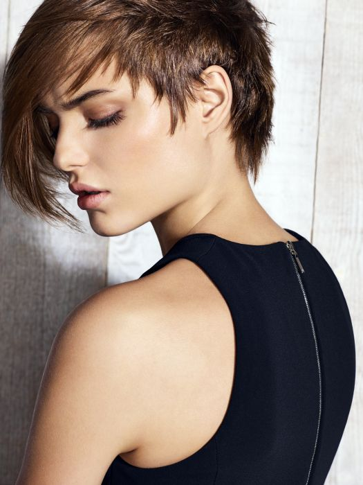 For this version, the clear-cut aspect is accentuated by unstructured styling, giving the haircut more of a rock chick look. The strands are sculpted one by one with  Density Paste , and they frame the face for a de-styled effect.
