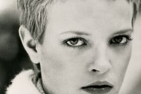 As emancipated women were chopping their hair off, Jean Louis David created a haircut which revisited Annie Lennox's (the singer from Eurythmics) ultra-short legendary haircut. An irresistible boyish hairstyle which drew attention to the eyes for a sexy look.