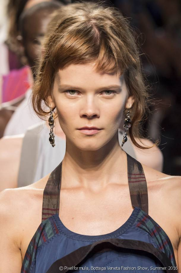Want to add a twist to your haircut? Go for the mini-fringe.