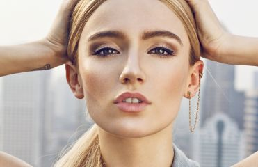 Hairstyle ideas: successfully creating the slicked-back effect in blonde hair