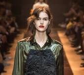 Rock hairstyle: dishevelled hair from the Nina Ricci fashion show