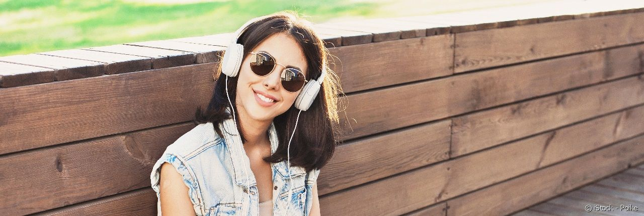 Style your hair properly to wear headphones without damaging your locks.