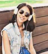 Wearing headphones: what effects does it have on your hair?
