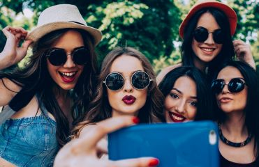 4 hairstyling tips for a successful selfie
