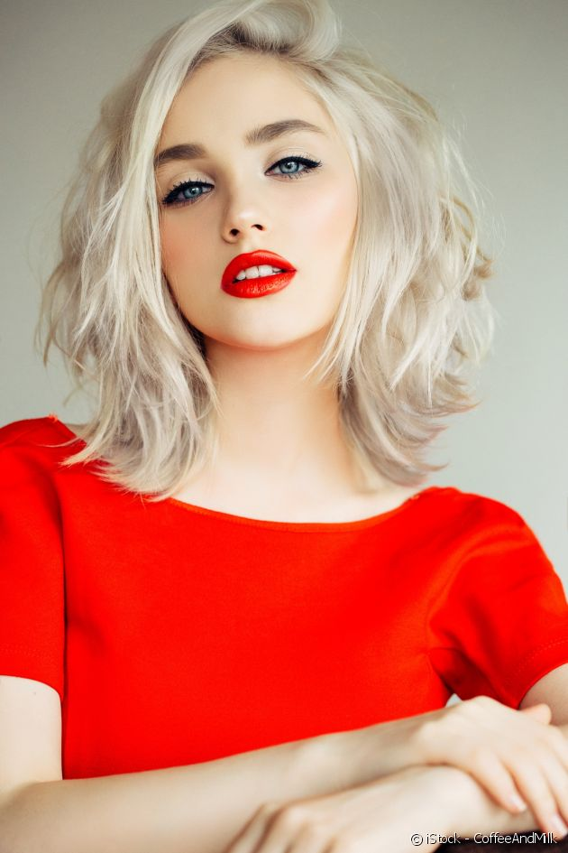 Bob + platinum blond = a highly on-trend hairstyle.