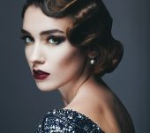 How to do finger waves for glamorous vintage style
