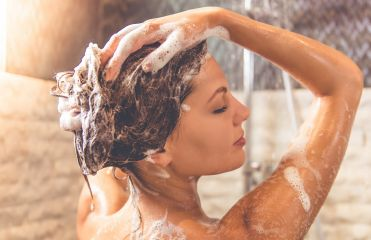 Washing your hair every day: a good or bad idea?