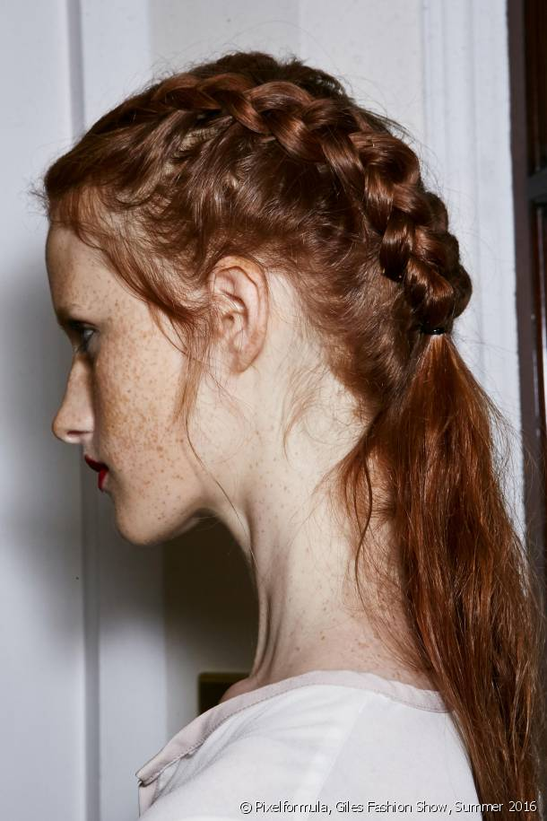 Essential this year, cornrows add a romantic touch to your hairstyle.