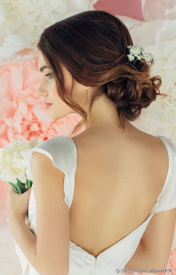 This floaty chignon is perfect for an oriental and romantic wedding.