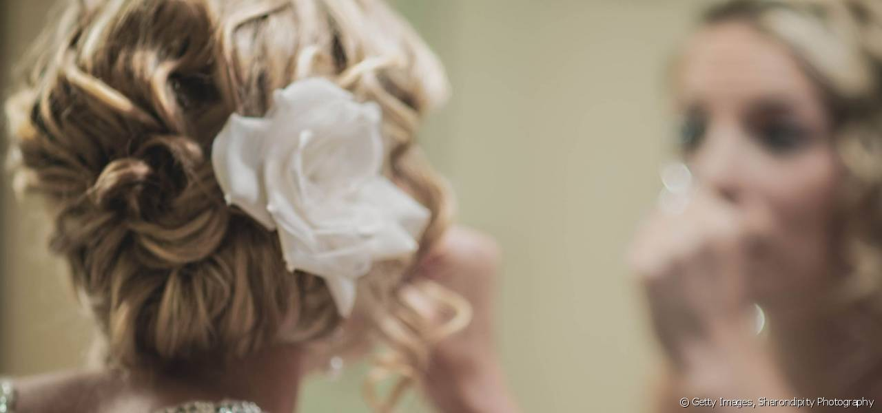 Be inspired by the 20s, 60s or the rockabilly look for your wedding hairstyle.