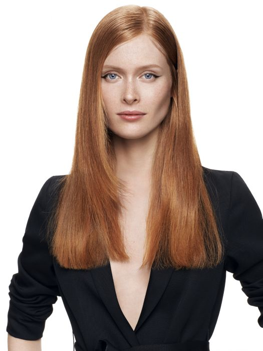 Healthy straightened locks. To showcase the beauty of glossy radiant long locks, Jean Louis David has opted for flawless straightening to reveal the haircut's details to perfection. The styling is carried out in two stages. The hair is initially prepped with CC Cream, a hydrating thermo-protective treatment which makes the hair look glossier, before being styled with a brush and hair dryer. This sleek blow-drying technique holds onto the hair's natural volume. Then the tips are straightened for a flawless result.