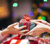 Christmas 2018: 5 beauty gifts for under 30 euros