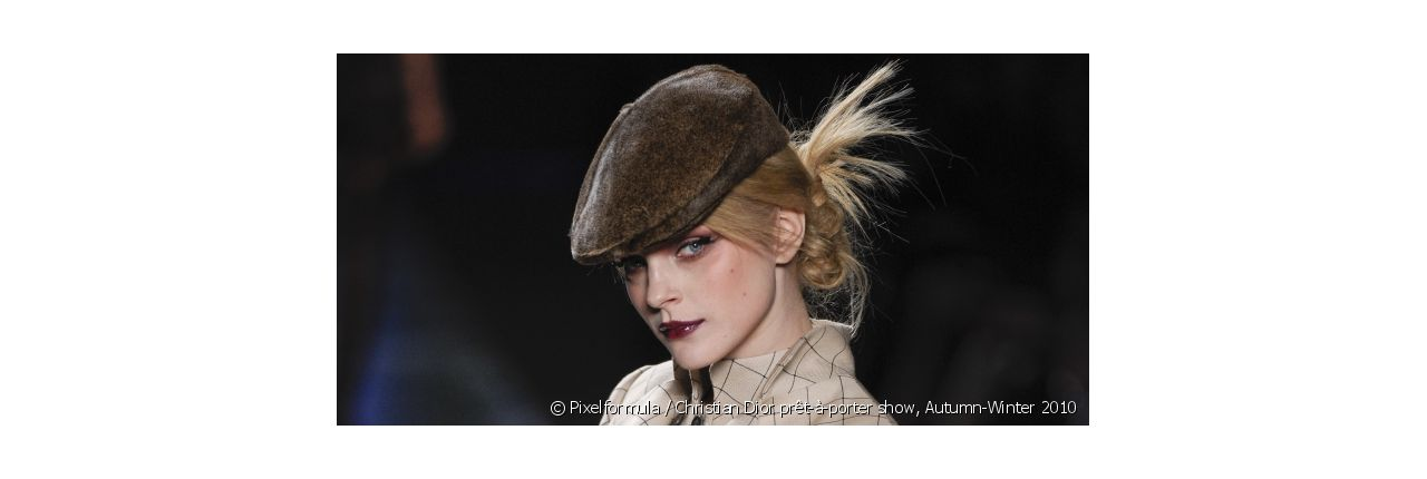 How to wear the beret