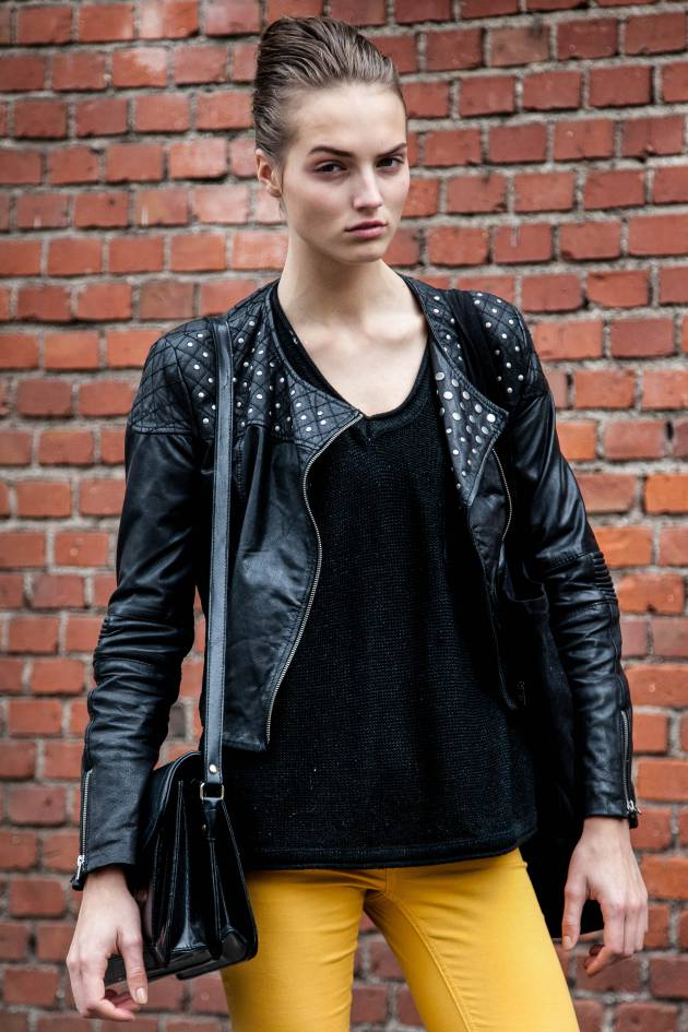 Streetstyle: The wet-look French twist