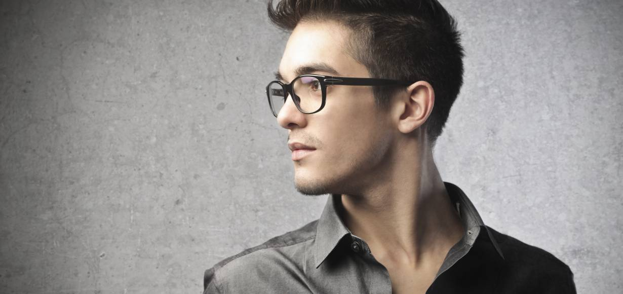 Men: how to style your hair with glasses