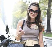 Streetstyle: The headband, this summer's chic accessory