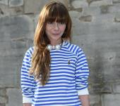 Streetstyle: perfect your preppy look with a striped hat