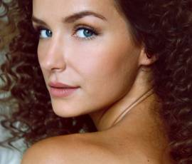 No-fuss daytime styles for curly hair