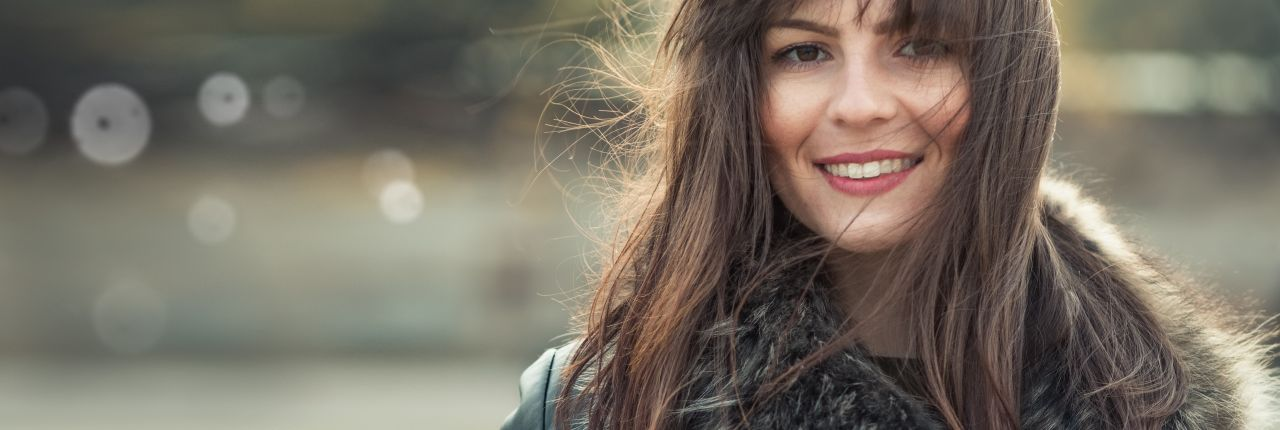 Hair SOS: why is my hair static during winter?