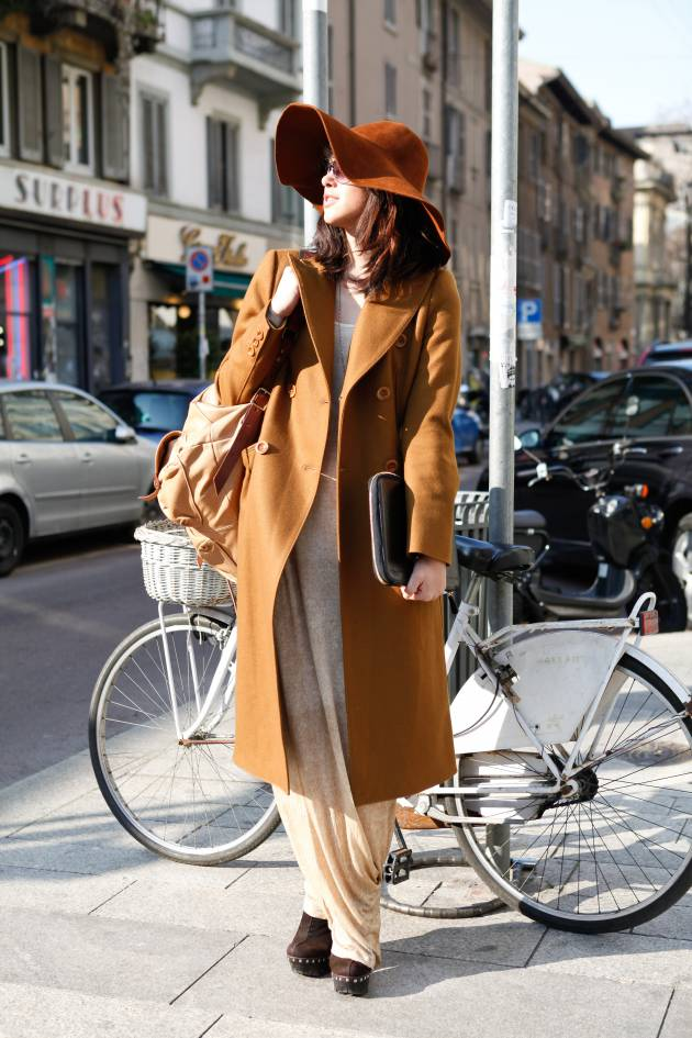 Streetstyle: the floppy boho hat and loose lengths winter combo