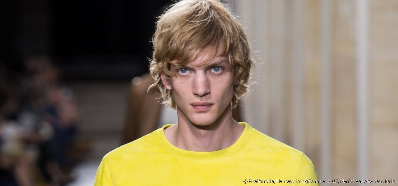 Find out more about trends for Spring/Summer 2017, like this one spotted at the Hermès fashion show.