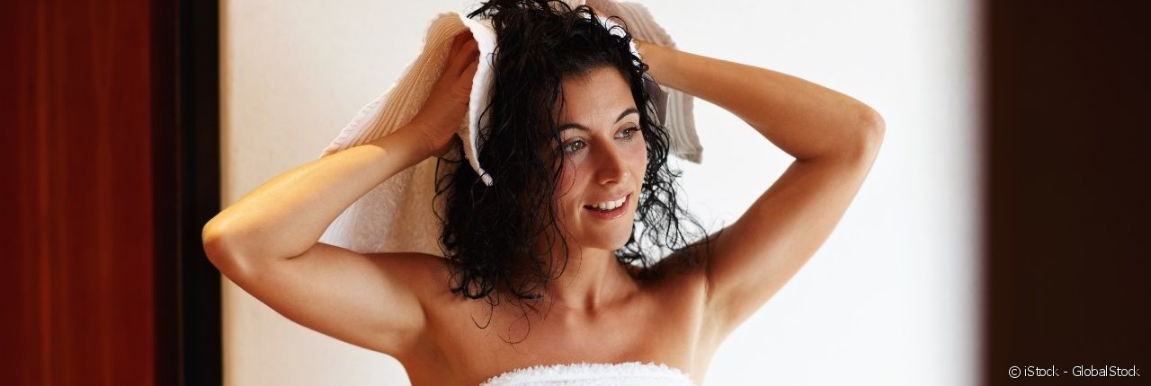 Dry your curls properly without breaking the hair shaft